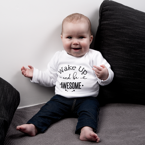 baby-tshirt-wake-up-and-be-awesome-wit2